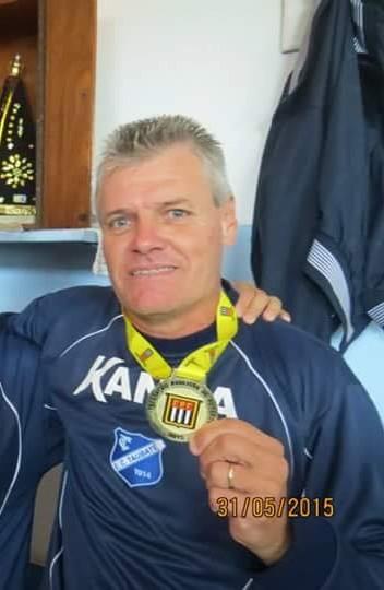 80e1204e16 Reinaldo Xavier com a medalha de Campeão Paulista A3 pelo E.C. Taubaté  -Foto  Acervo Marcio Taino