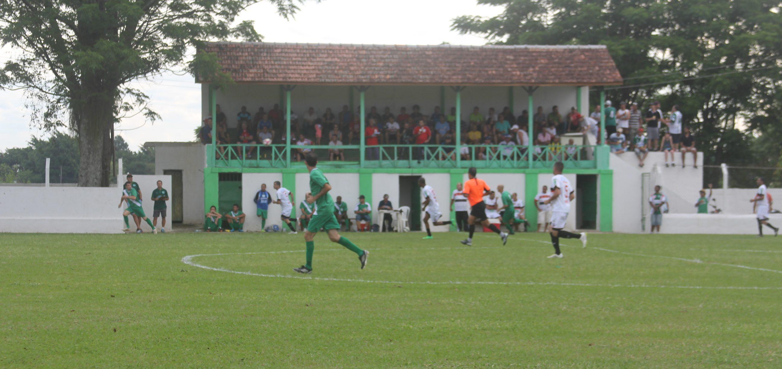 45d3128725 Campo do E.C. Quiririm recebe escolinha de futebol