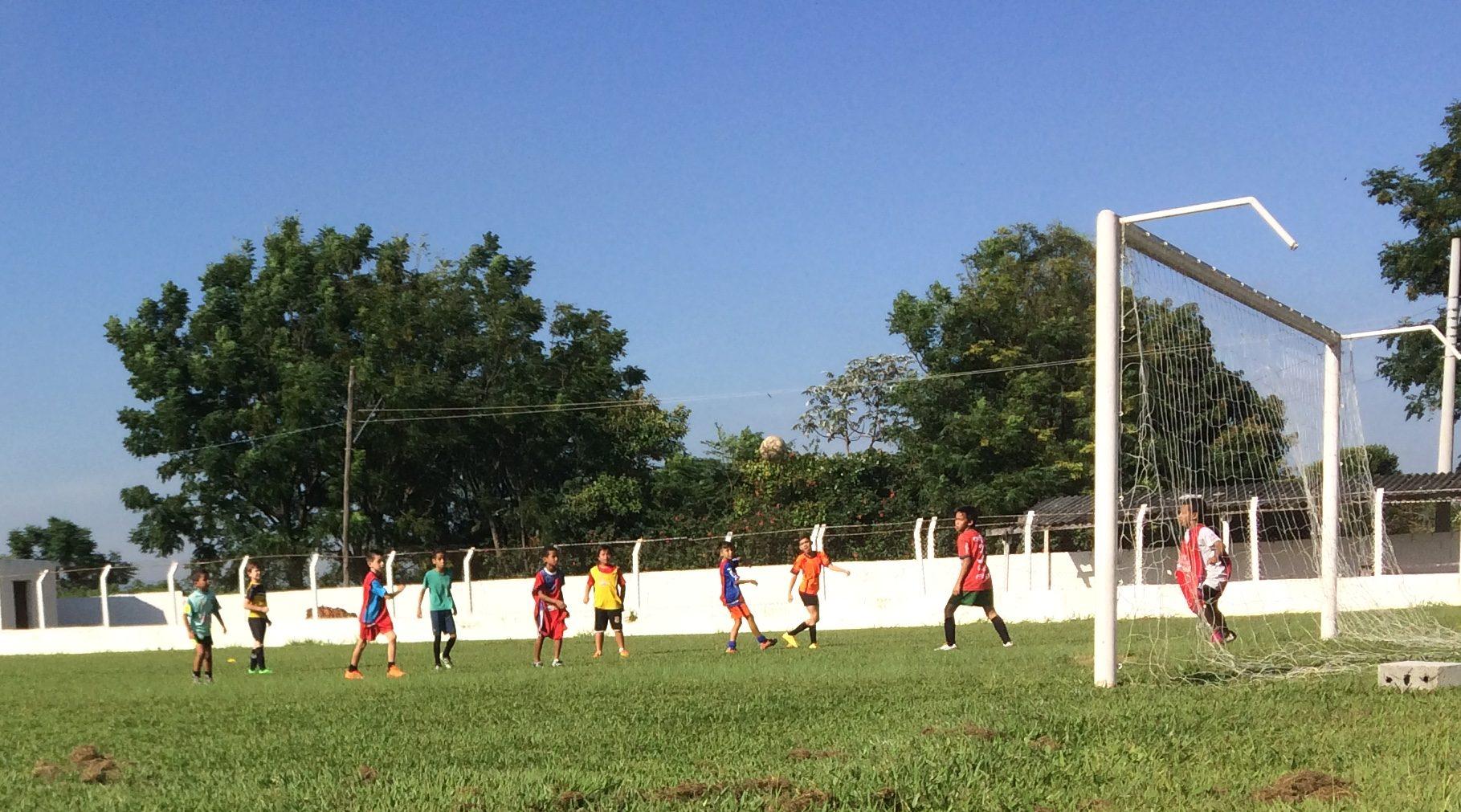 794714a26b Aulas da Escolinha de Futebol gratuita são ministradas pelo ex-jogador do Palmeiras  Reinaldo Xavier