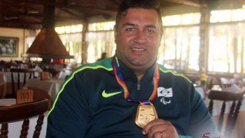 Ouro em Londres, recordista mundial André Rocha é recebido com festa em Taubaté